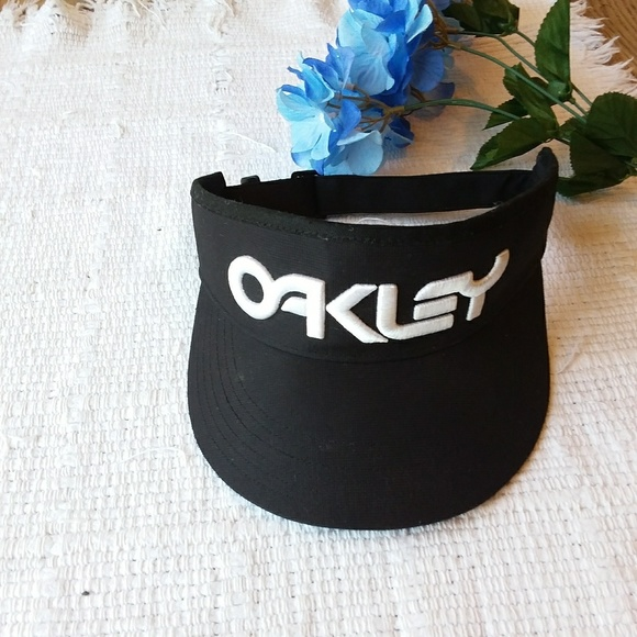 Oakley Other - Oakley • Hydrolix Adjustable Visor